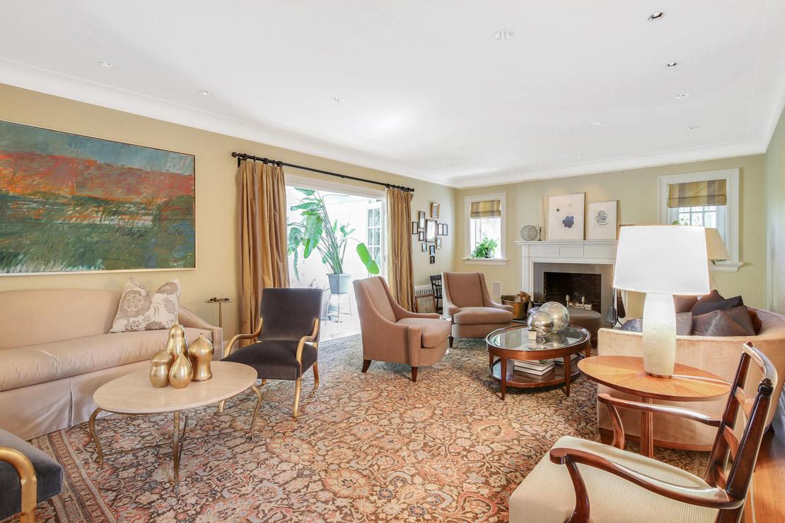 4 – 40 Minnisink Road – Living Room