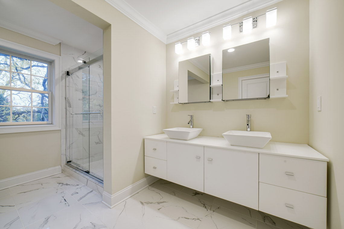 21 – 14 Chestnut Road – Bedroom 4 En Suite Bath