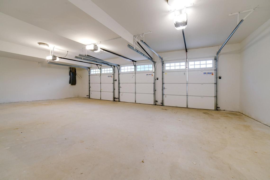 24 – 14 Chestnut Road – Attached 3-Car Garage