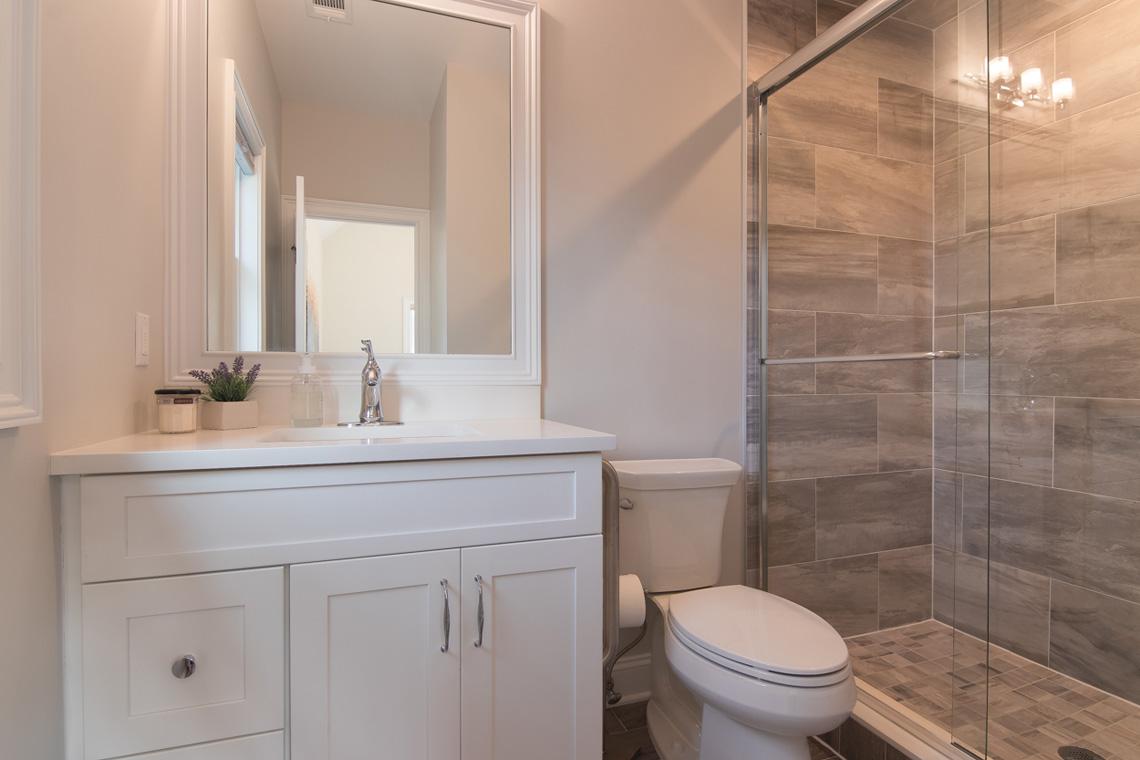 17 – 57 Locust Avenue – En Suite Bath