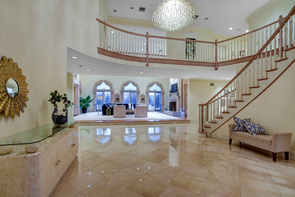 4 – 5 Pine Valley Way – Grand Entrance Hall