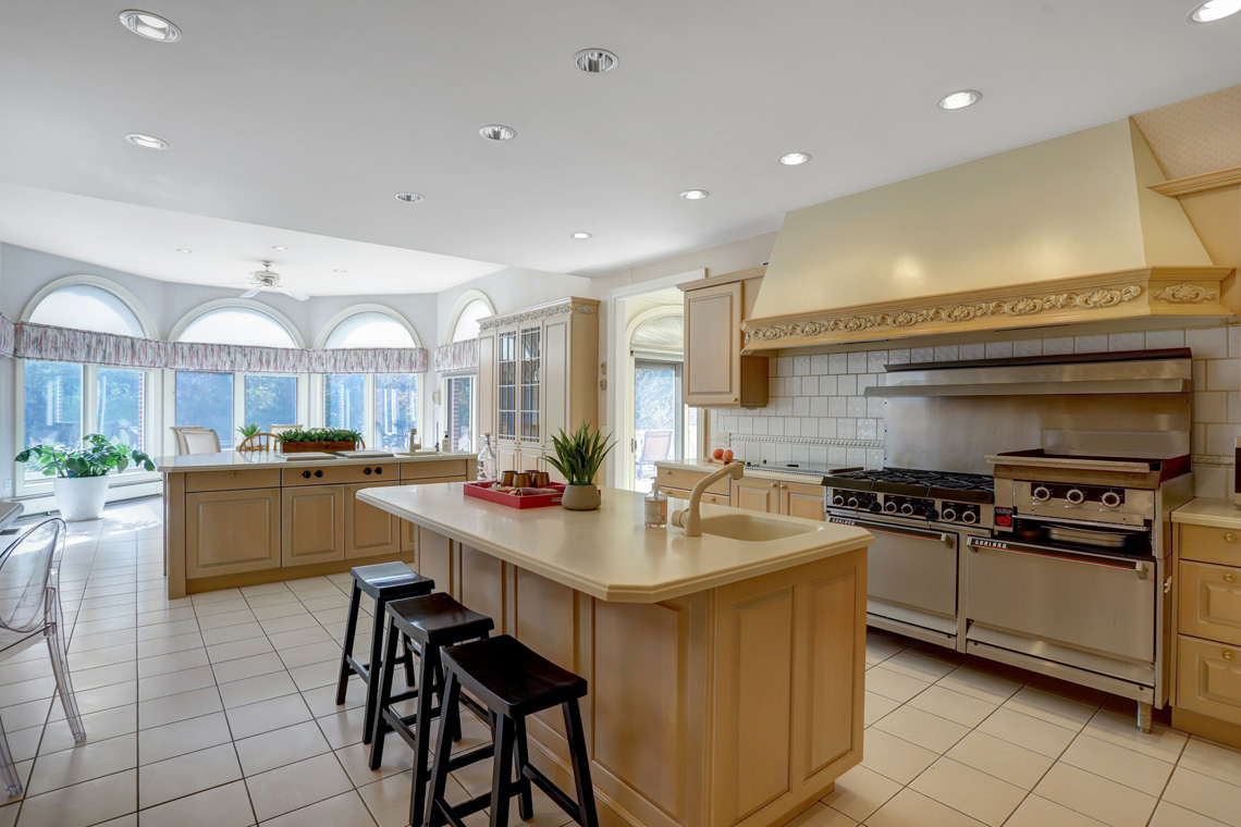 6 – 5 Pine Valley Way – Gourmet Eat-in Kitchen