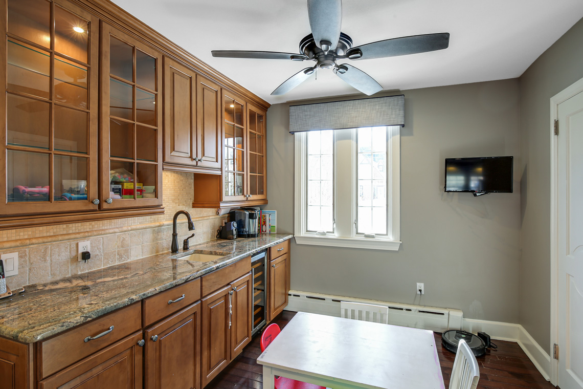 12 – 17 Colonial Way – Kitchen