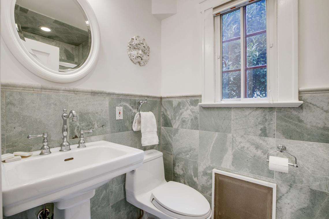 13 – 11 Wyndham Road – Full Bath