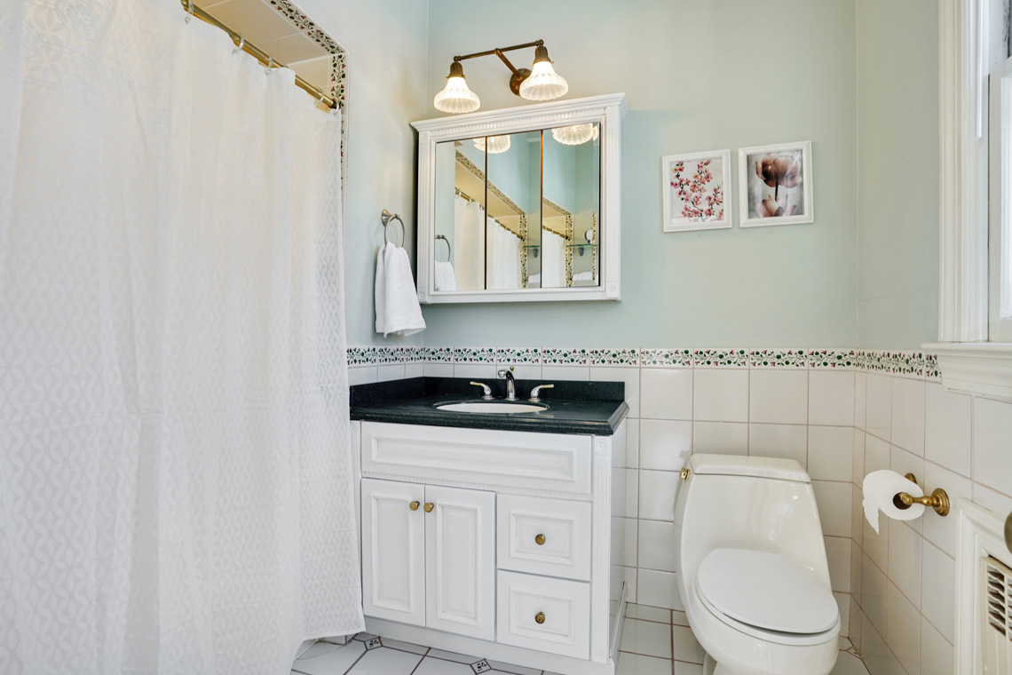 13 – 79 Highland Avenue – Master Bath