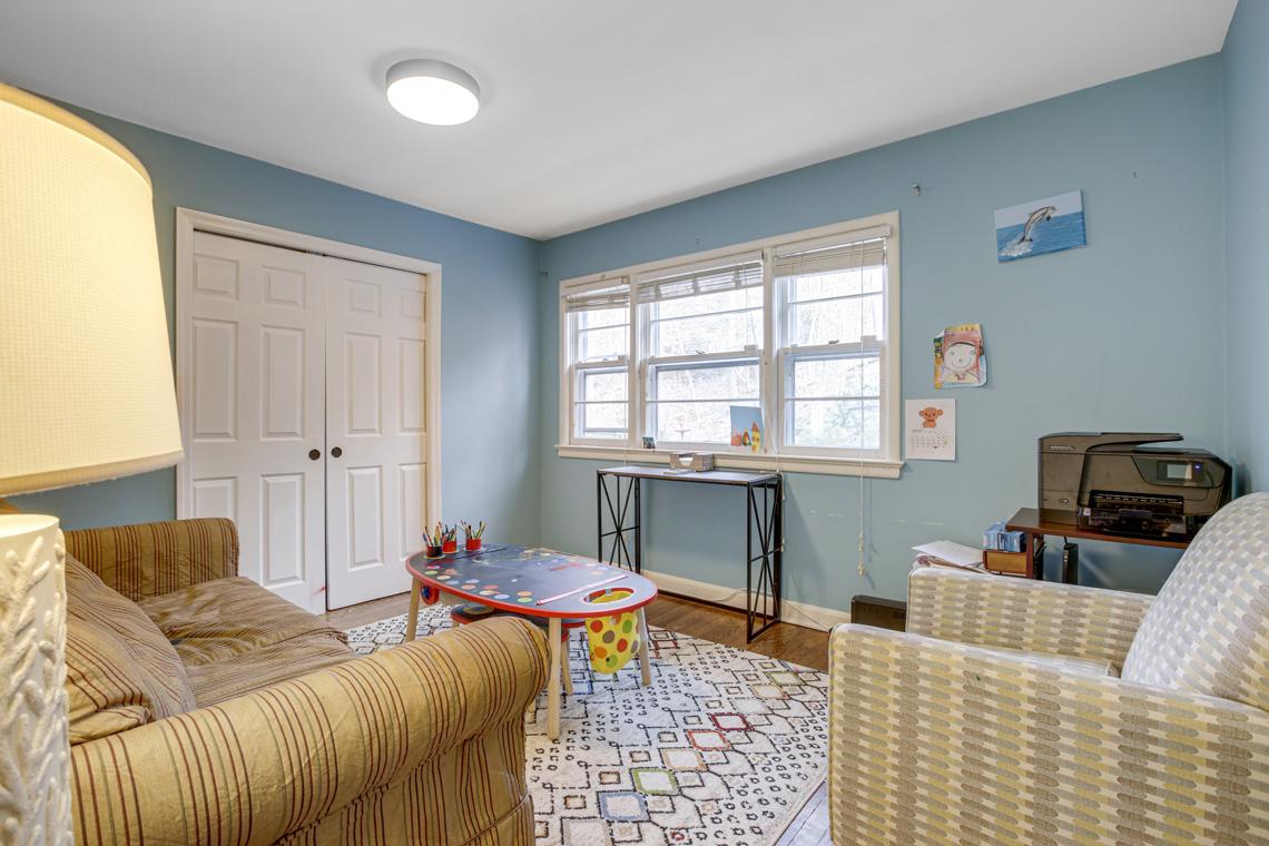 15 – 304 Forest Dr South – Bedroom
