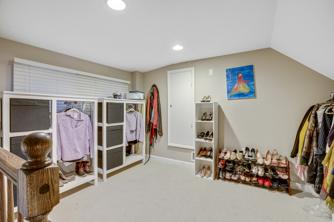18 – 304 Forest Dr South – Master Walk-in Closet