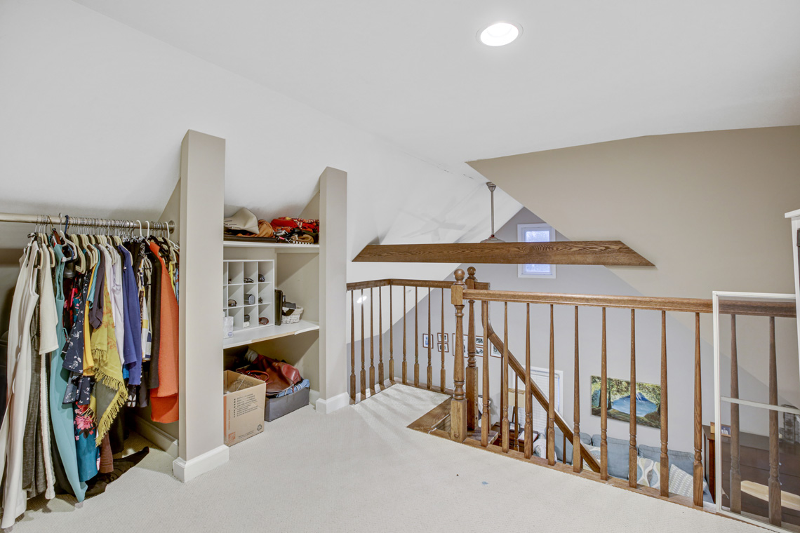 19 – 304 Forest Dr South – Master Walk-in Closet