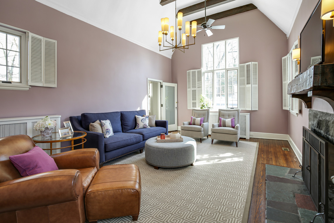 2 – 17 Colonial Way – Living Room