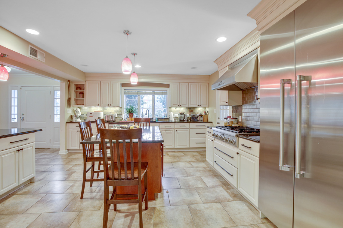 3 – 304 Forest Dr South – Kitchen