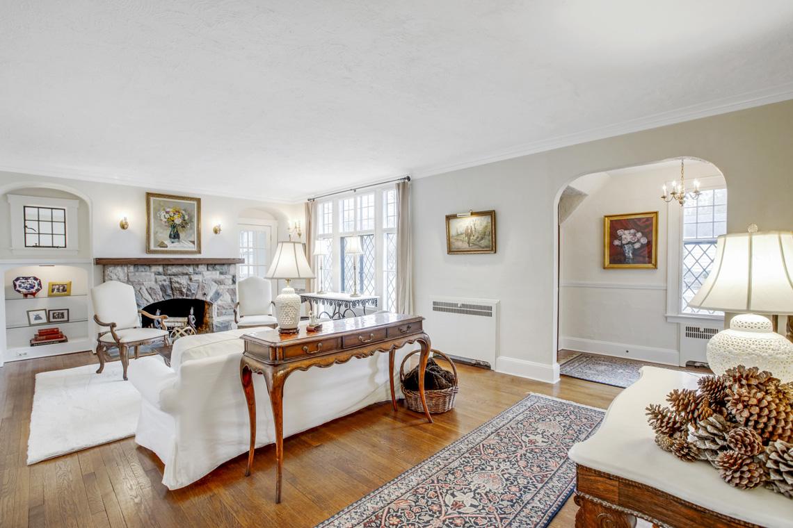 4 – 11 Wyndham Road – Living Room