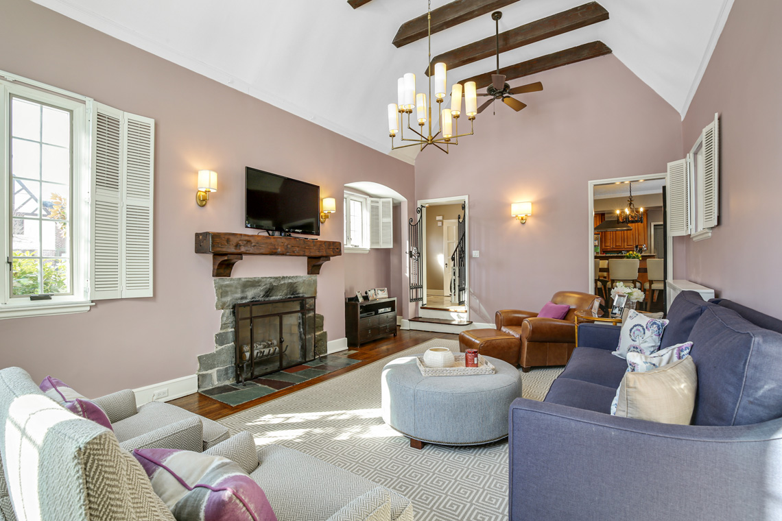 4 – 17 Colonial Way – Living Room