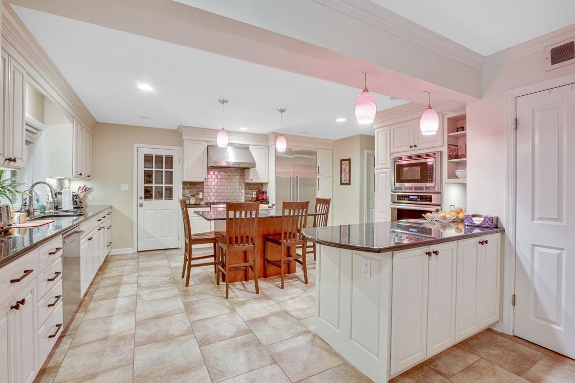 4 – 304 Forest Dr South – Kitchen