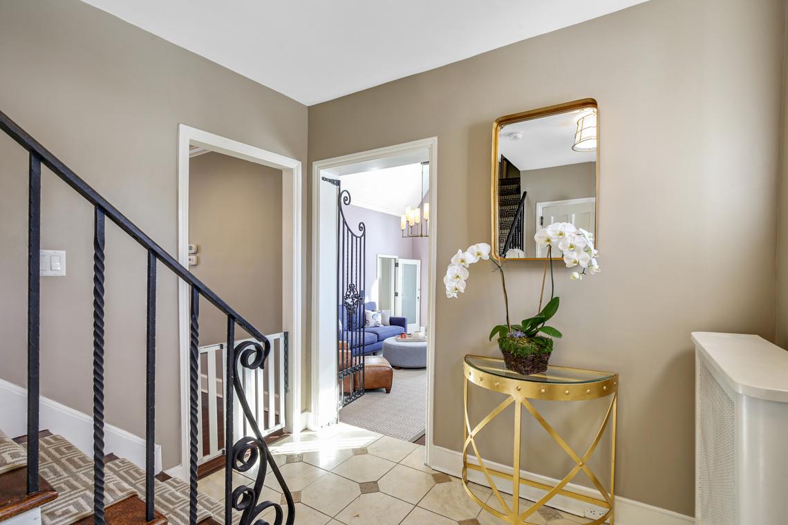 5 – 17 Colonial Way – Foyer