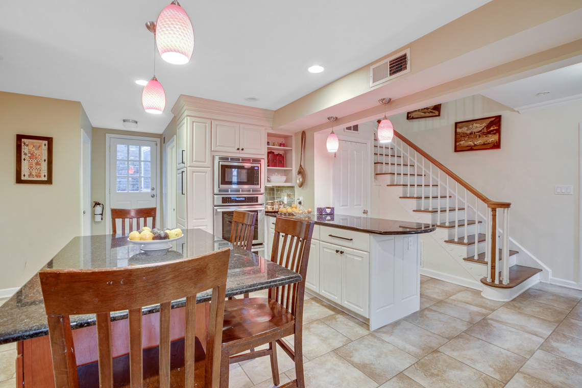 6 – 304 Forest Dr South – Kitchen