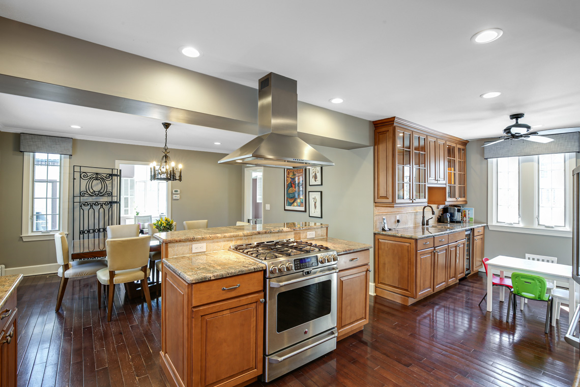 8 – 17 Colonial Way – Kitchen