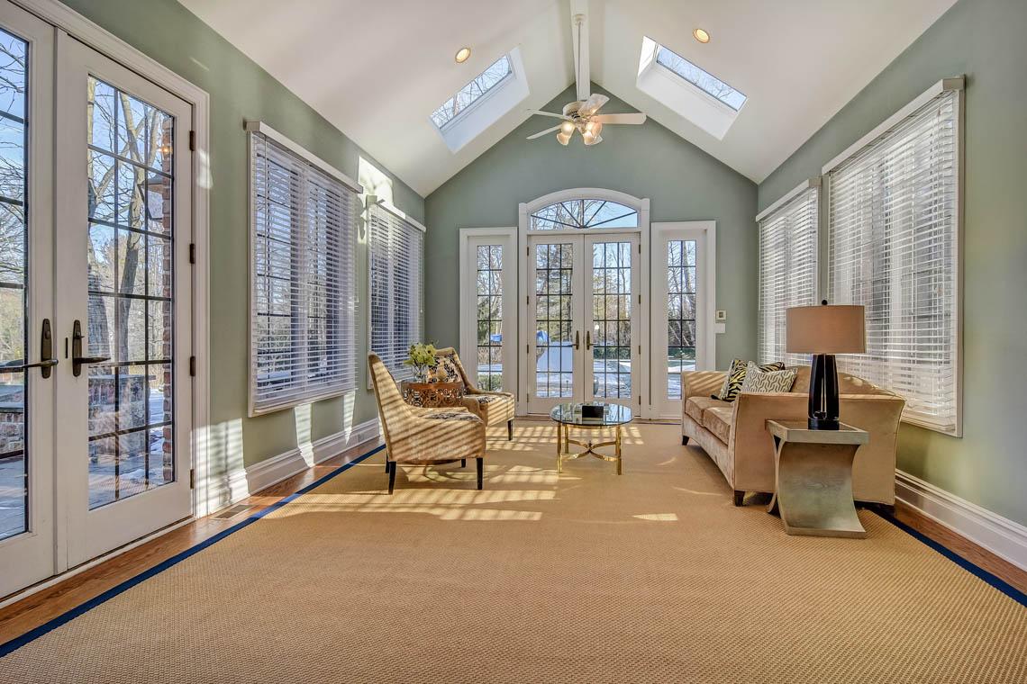 10 – 275 Hartshorn Drive – Family Room