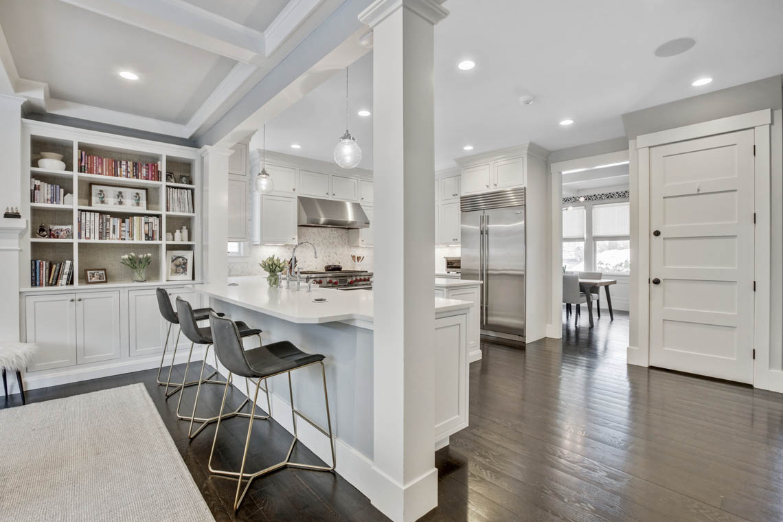 10 – 33 Parkview Terrace – Gourmet Eat-in Kitchen