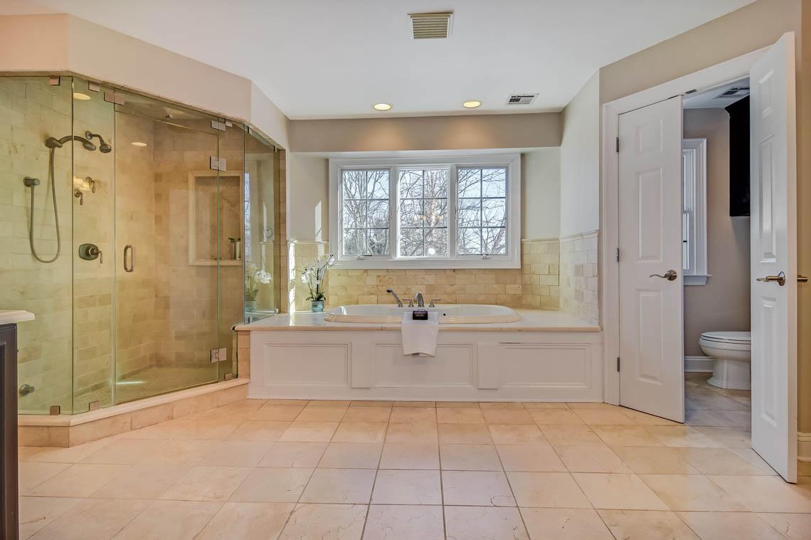 14 – 275 Hartshorn Drive – Master Bath