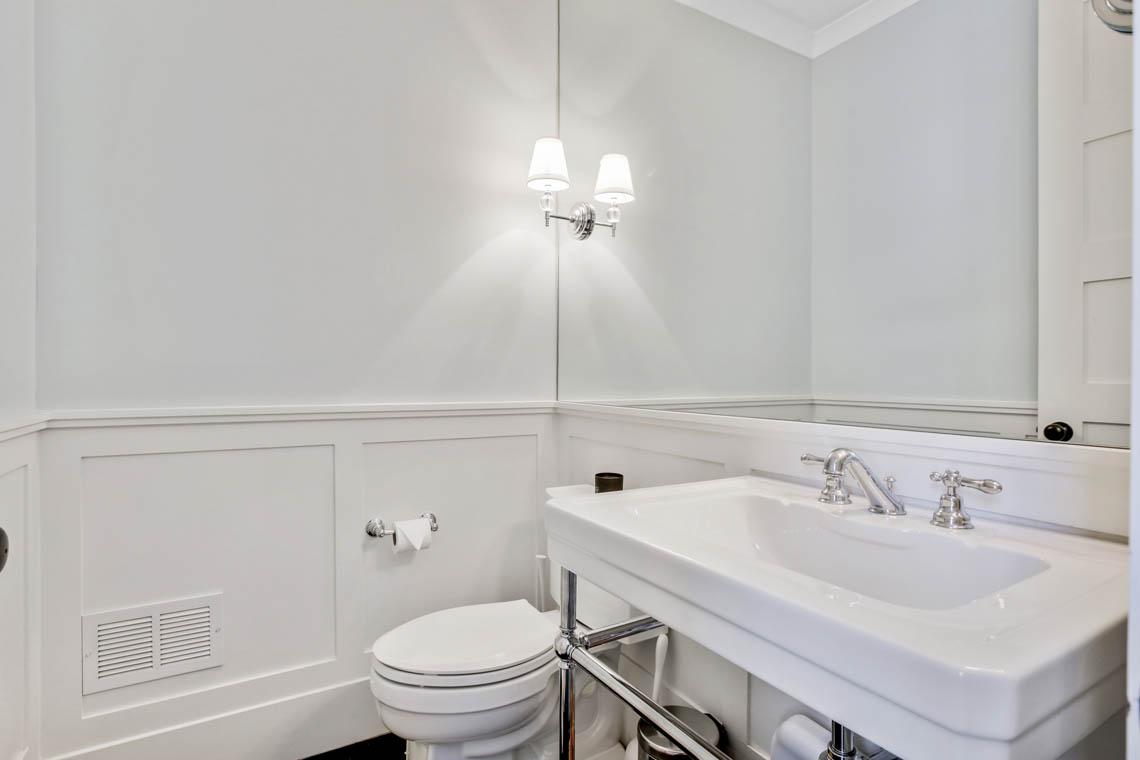 15 – 33 Parkview Terrace – Powder Room