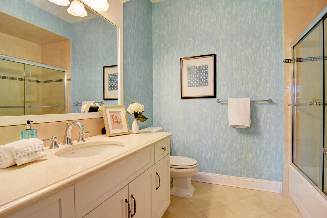 16 – 275 Hartshorn Drive – En Suite Bath