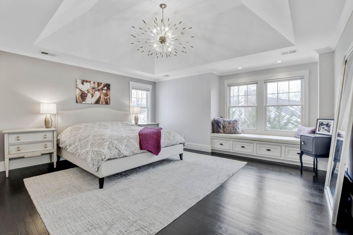 16 – 33 Parkview Terrace – Master Bedroom
