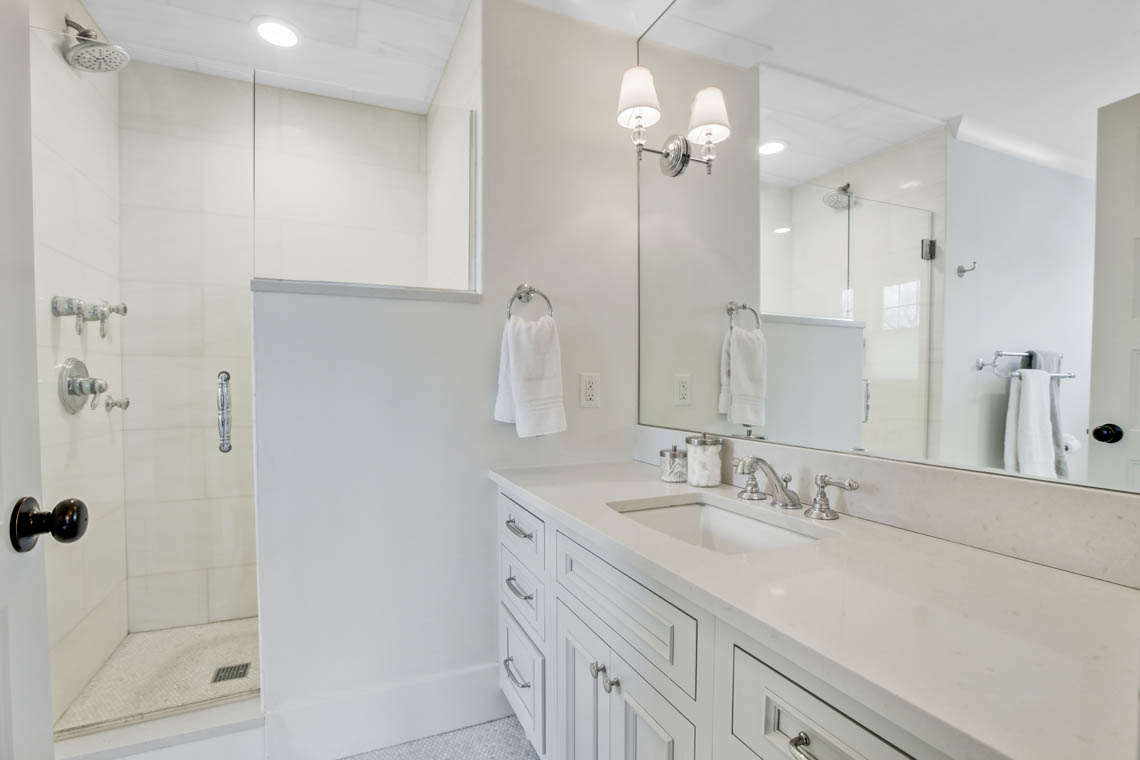 17 – 33 Parkview Terrace – Spa-like Master Bath