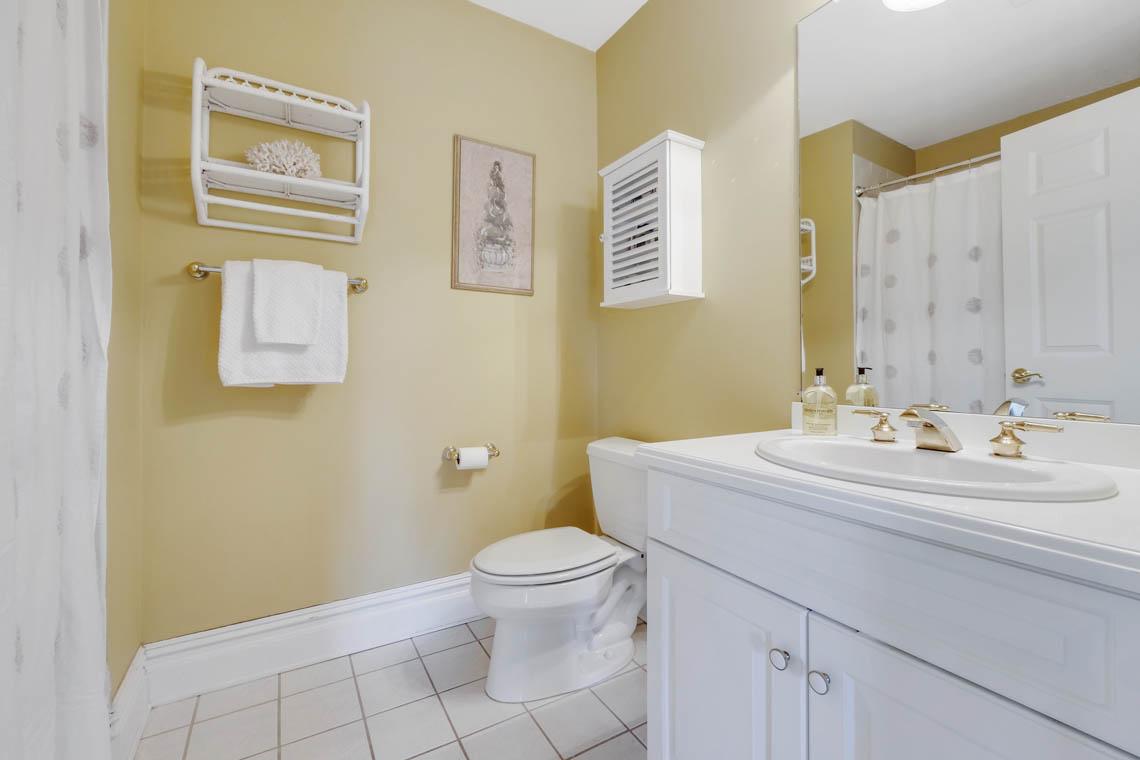 18 – 1 Pleasant Plains Road – En Suite Bath