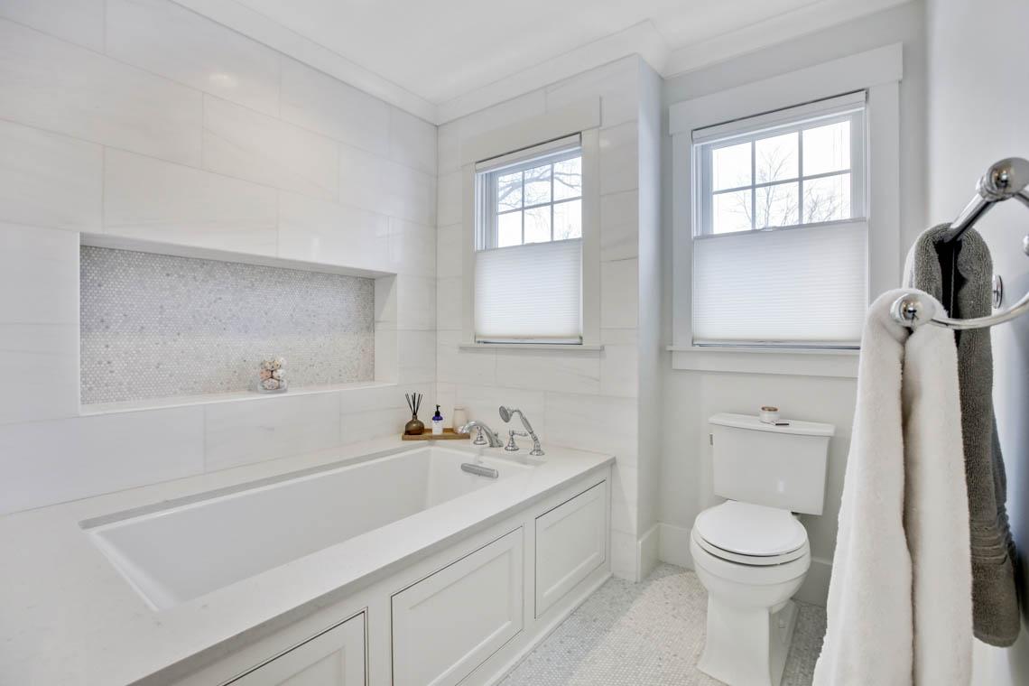 18 – 33 Parkview Terrace – Master Bath