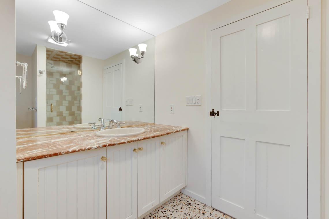 20 – 23 Whittredge Road – Master Bath