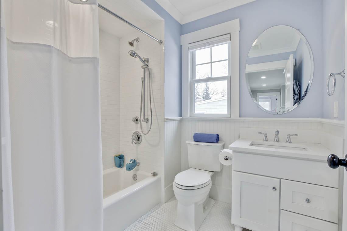 20 – 33 Parkview Terrace – Full Bath