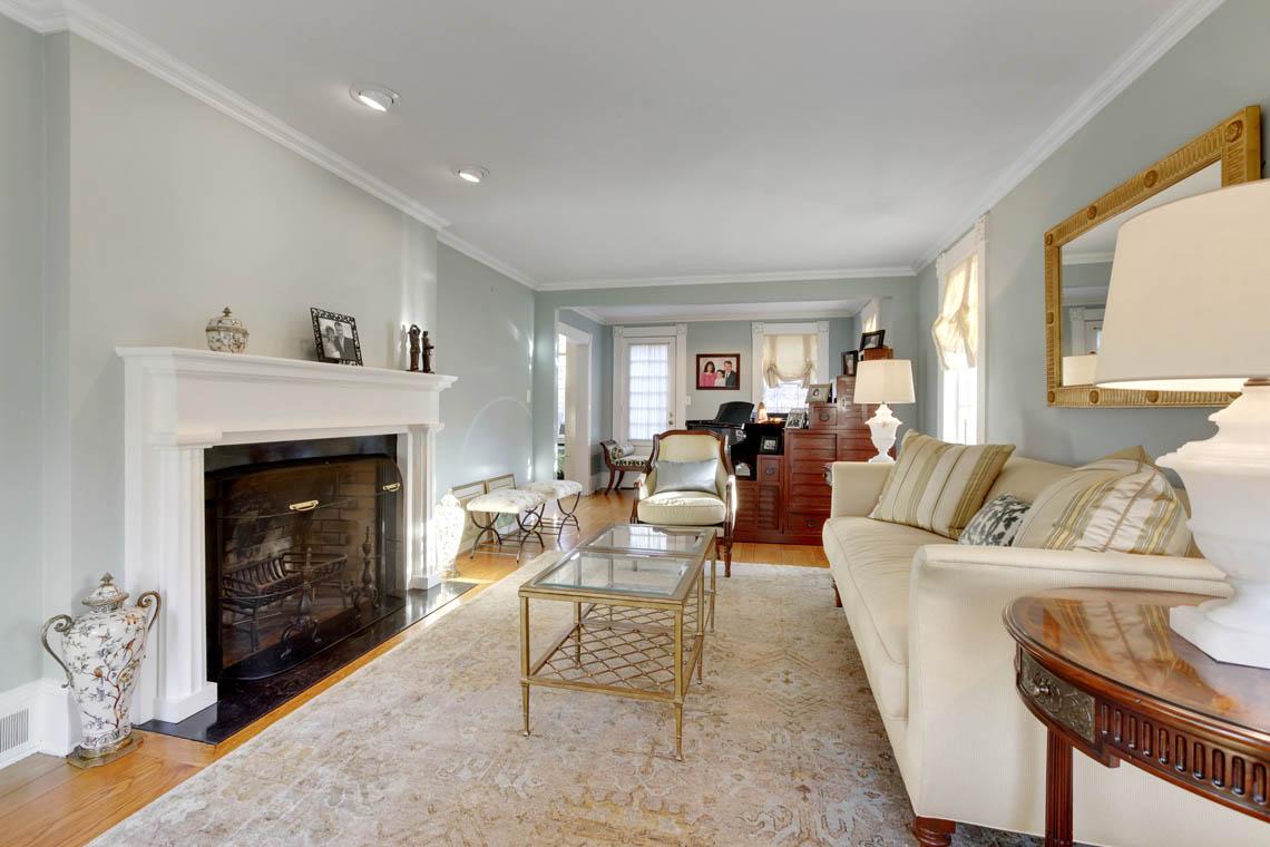 4 – 23 Whittredge Road – Living Room
