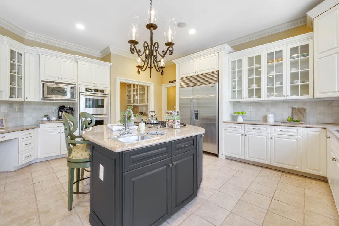 5 – 1 Pleasant Plains Road – Gourmet Eat-in Kitchen