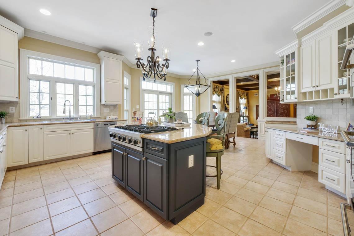 6 – 1 Pleasant Plains Road – Gourmet Eat-in Kitchen