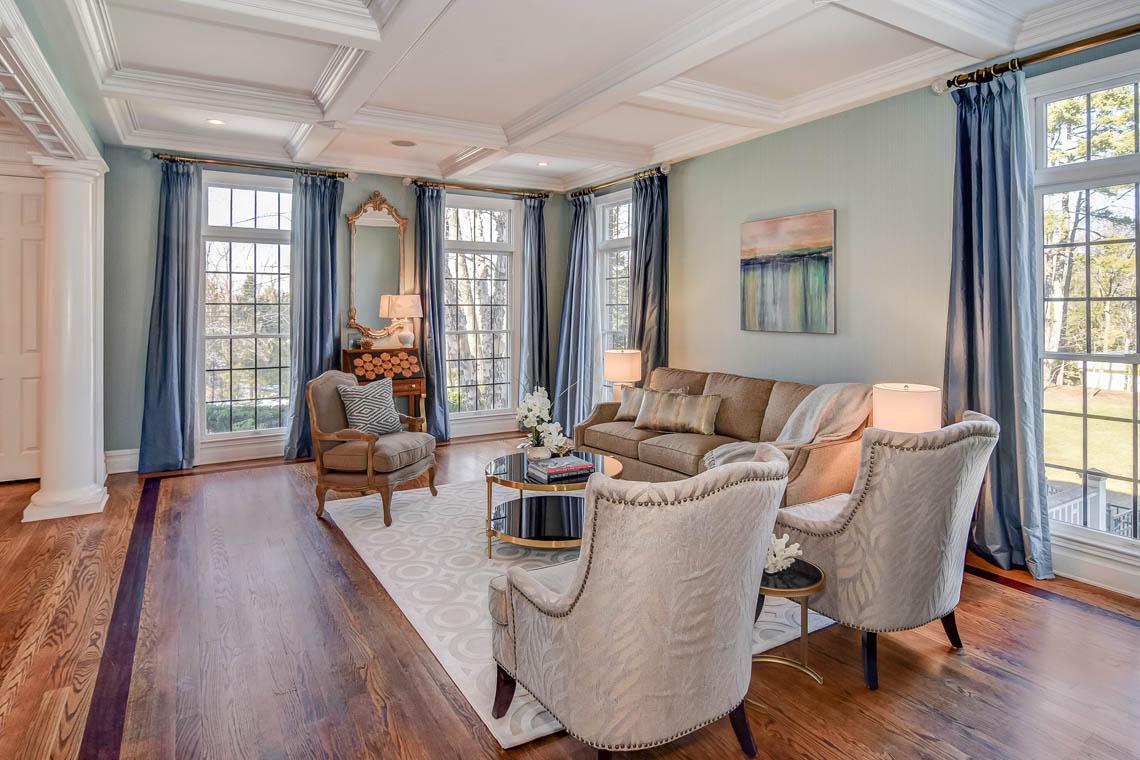 6 – 275 Hartshorn Drive – Living Room