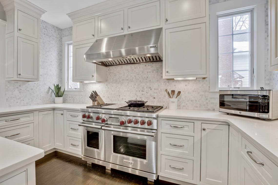 7 -33 Parkview Terrace – Gourmet Eat-in Kitchen