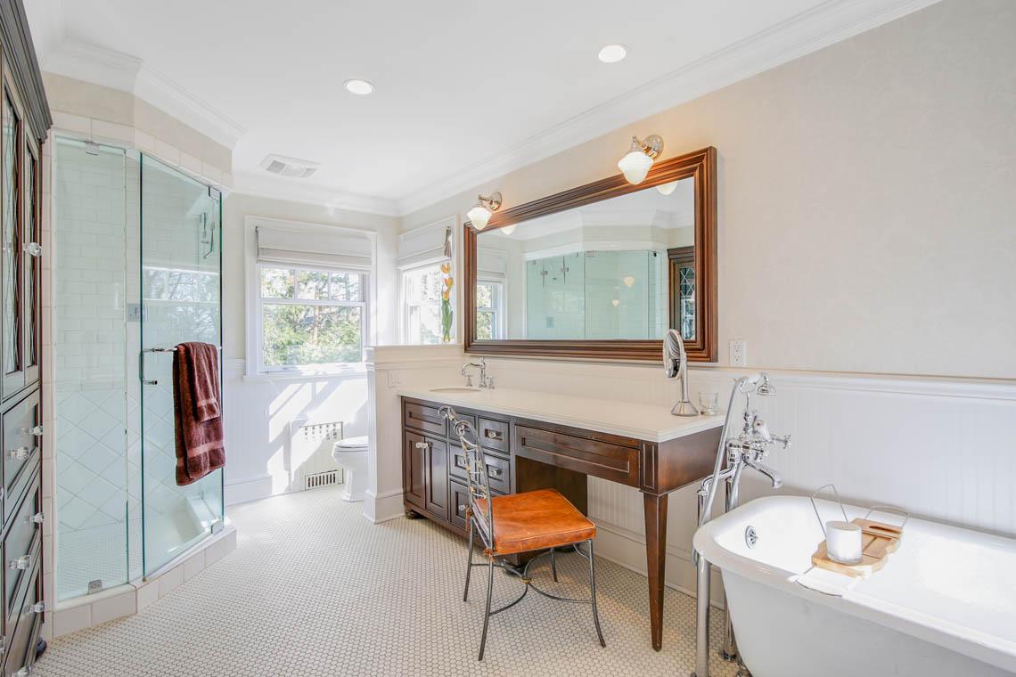 17 – 50 Grosvenor Road – Spa-like Master Bath