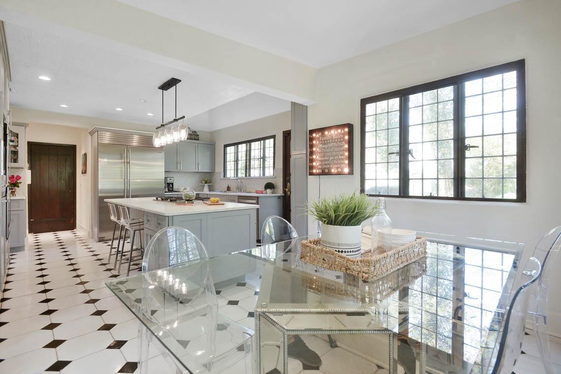 11 – 1 Twin Oak Road – Gourmet Eat-in Kitchen.jpg