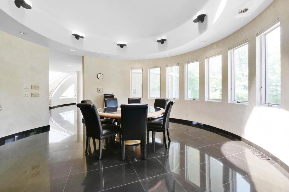 13 – 5 Lockhern Court – Eat-in Kitchen
