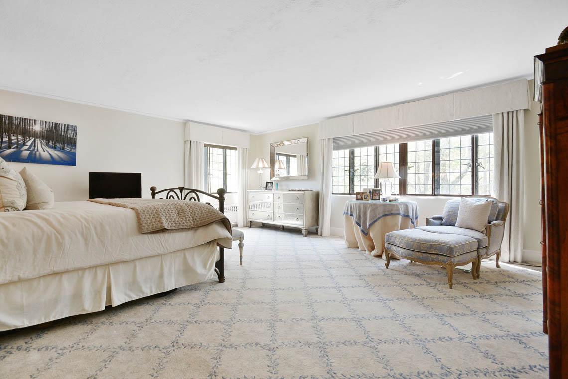15 – 1 Twin Oak Road – Master Bedroom