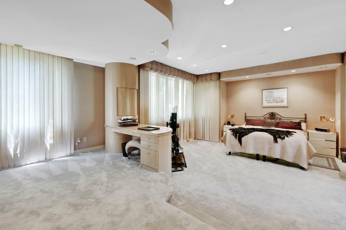 15 – 5 Lockhern Court – Master Bedroom