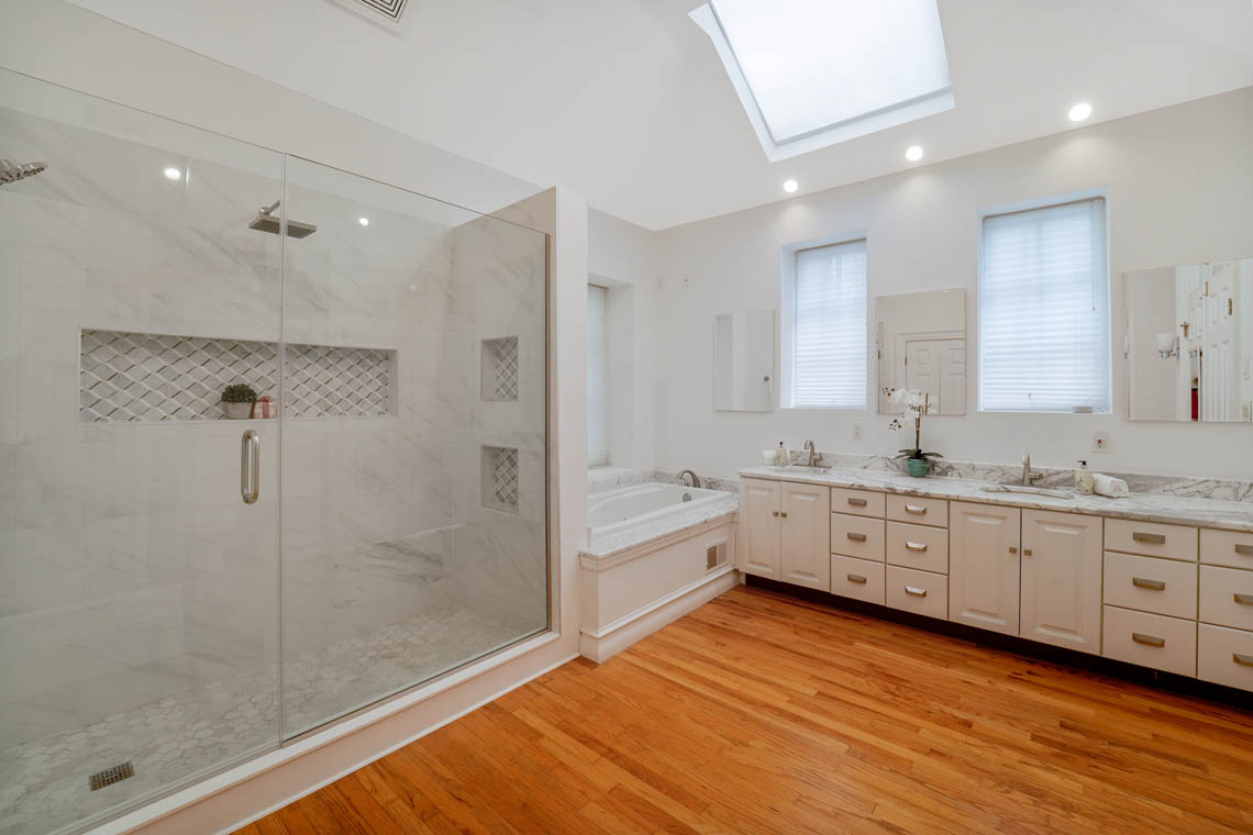 15 – 50 Montview Avenue – Master Bath