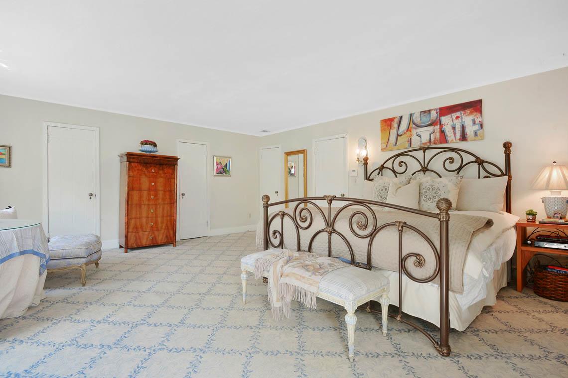 16 – 1 Twin Oak Road – Master Bedroom