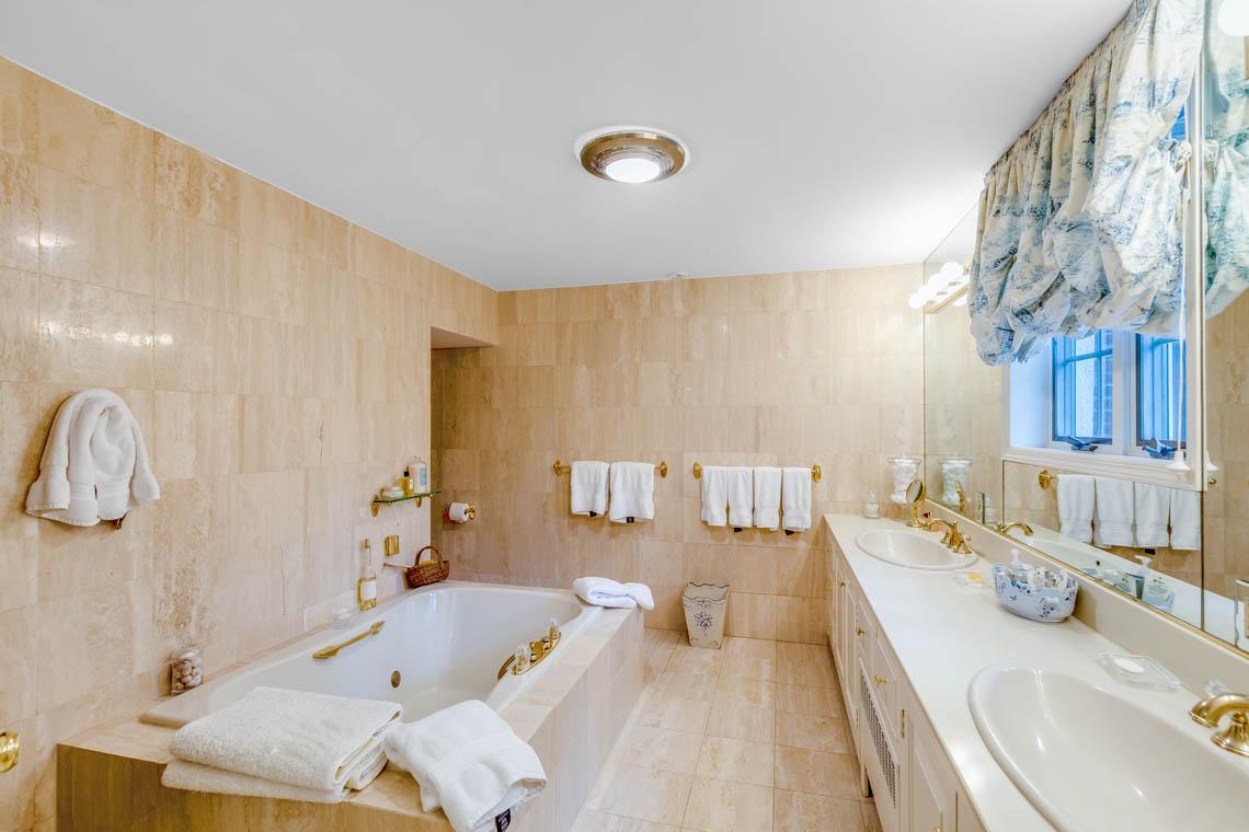 16 – 50 Stewart Road – Spa-like Master Bath