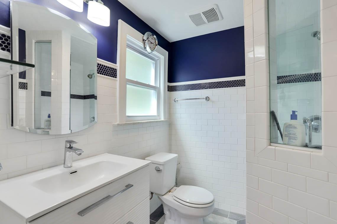 16 – 59 Wellington Avenue – Master Bath