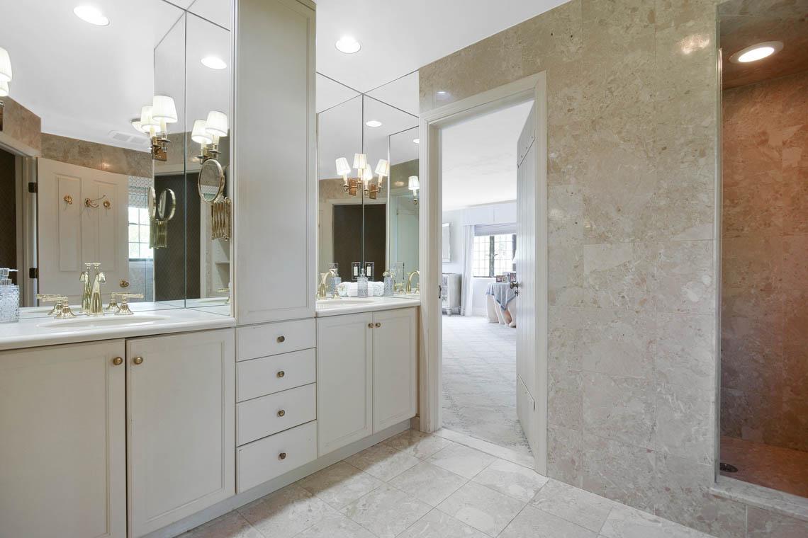 17 – 1 Twin Oak Road – Master Bath