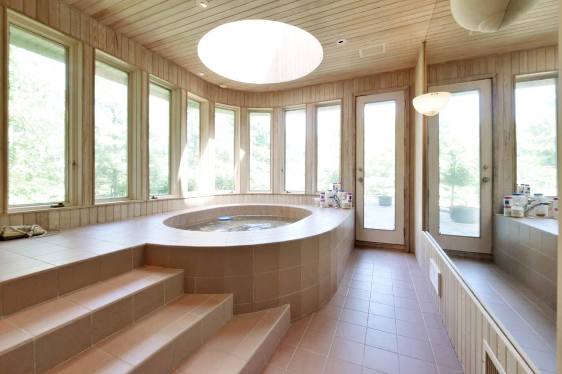 17 – 5 Lockhern Court – Large Hot Tub Room
