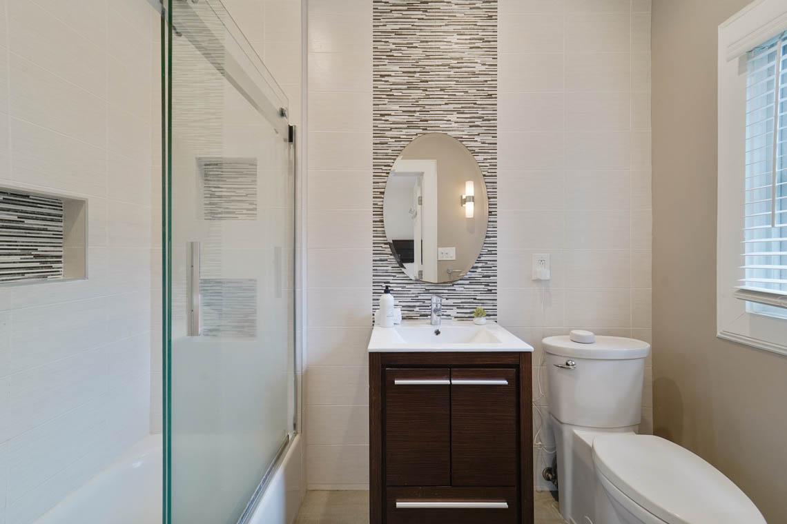 18 – 50 Montview Avenue – In-law Suite Bath