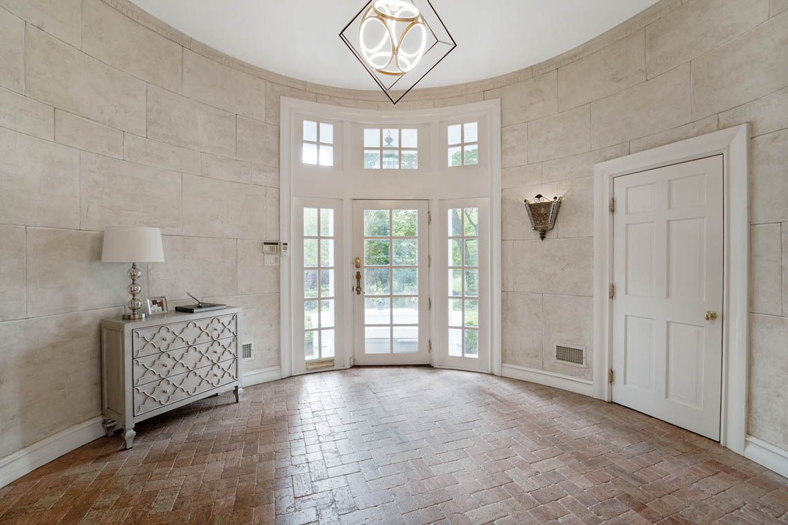 2 -50 Montview Avenue – Grand Entrance Hall