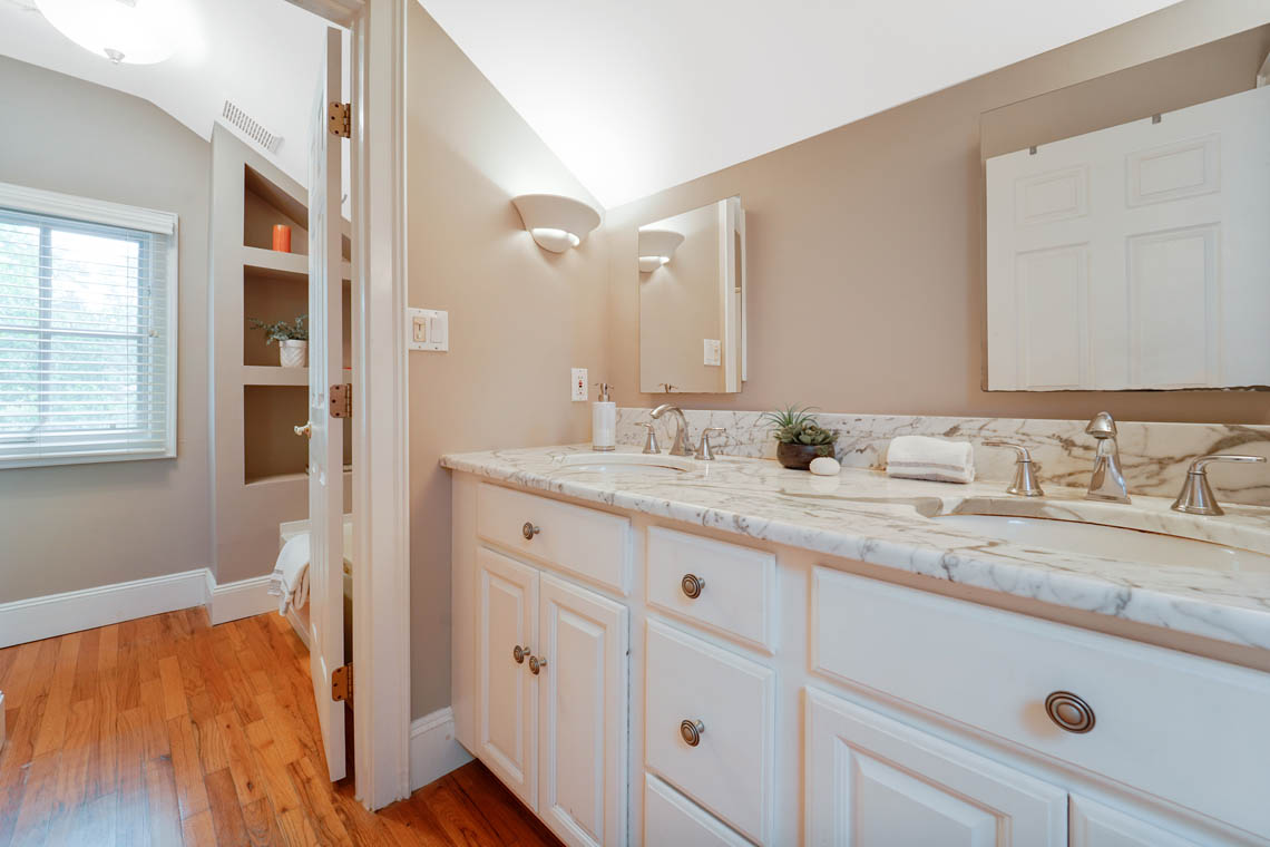 20 – 50 Montview Avenue – Full Bath